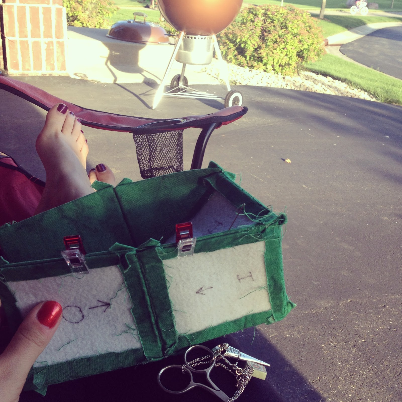 Sewing a cube container outside in Summer